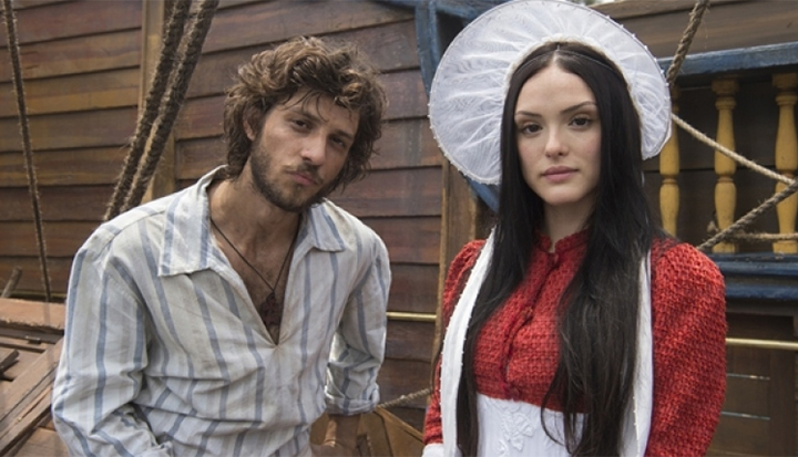 Joaquim (Chay Suede) e Anna (Isabelle Drummond).